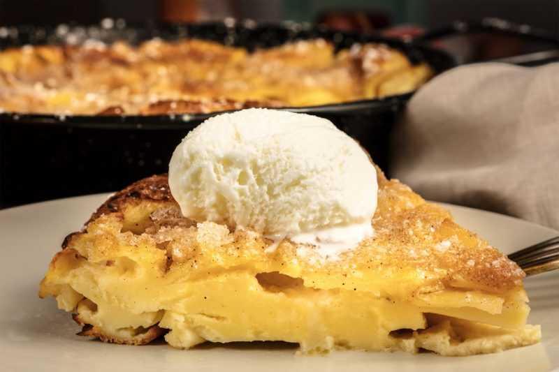 Пирог с яблоками из слоеного теста