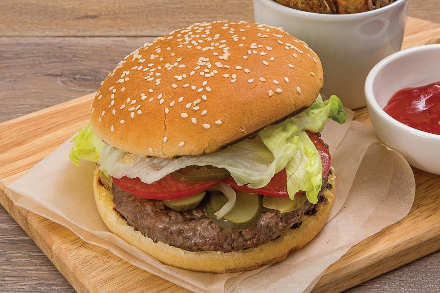 Бургер с говяжьей котлетой и запеченным картофелем