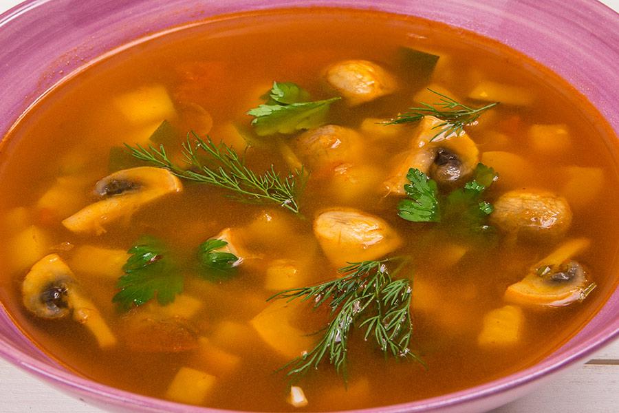 Овощной суп с грибами и сельдереем