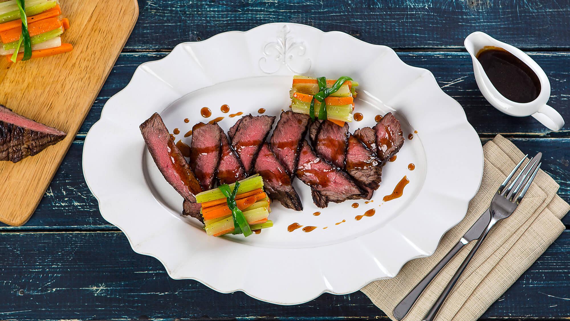 Запеченная говядина с карамельным соусом и