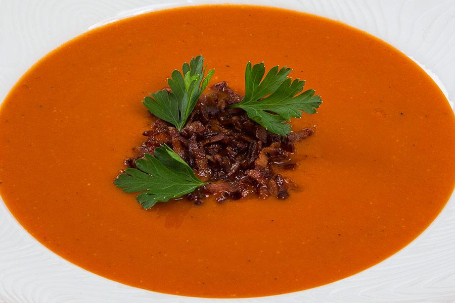 Томатный суп с хрустящим беконом