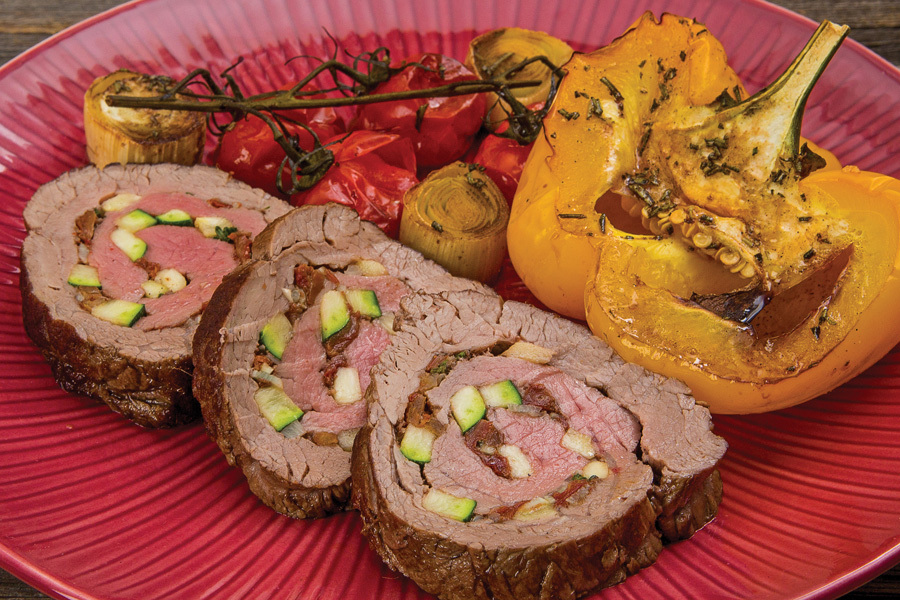 Рулет из говядины с запеченными овощами и бальзамико