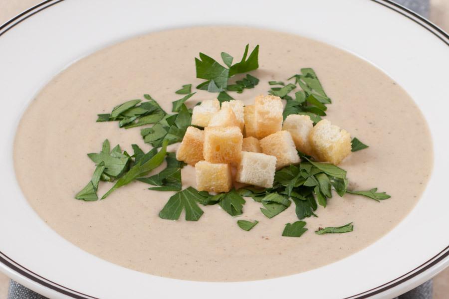 Крем-суп из белых грибов с трюфельными крутонами