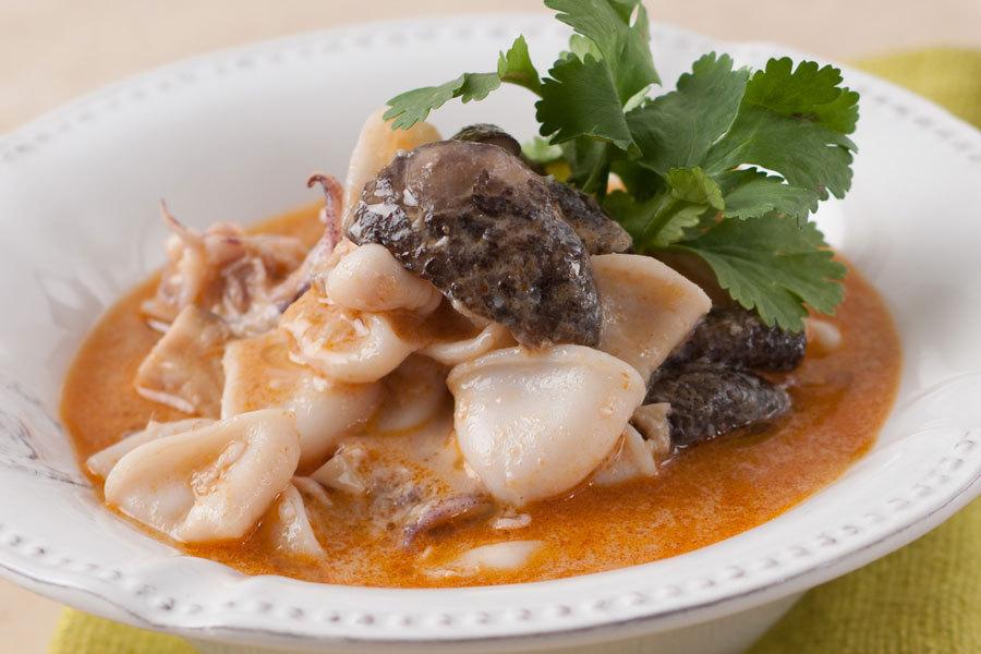 Кальмары в кокосовом соусе с жасминовым рисом