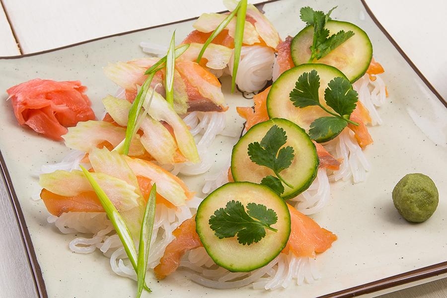 Диетические суши с копченой форелью от Шефмаркет