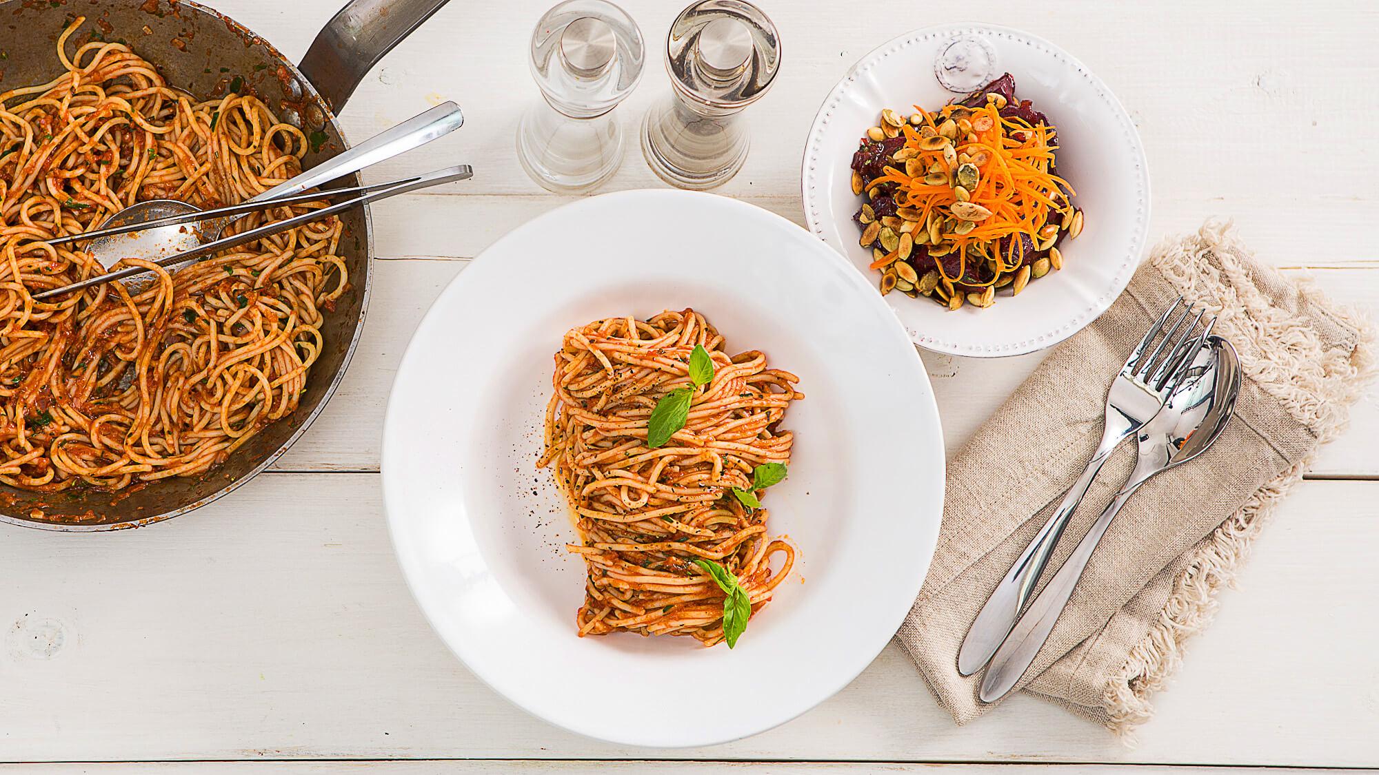 Паста маринара  с салатом из свеклы по-итальянски