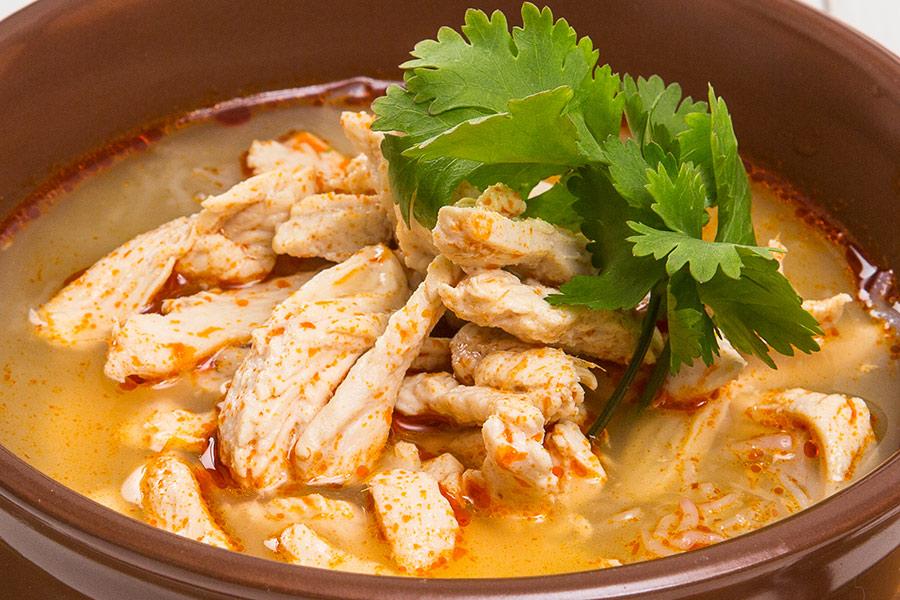 Острый тайский куриный суп