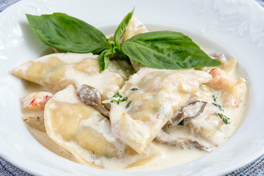 Равиоли с креветками и сыром моцарелла