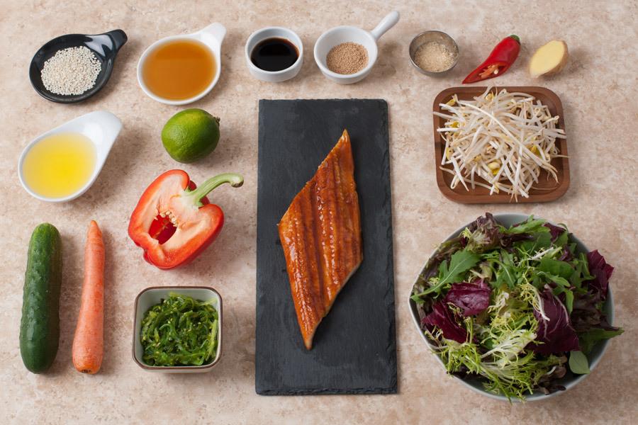 Микс салат с водорослями чука и жареным угрем унаги от Шефмаркет