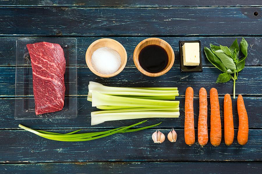 """Запеченная говядина с карамельным соусом и """"вязанками"""" овощей от Шефмаркет"""